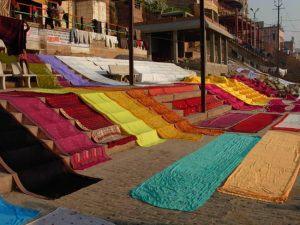 La seta indiana: la qualità della seta d'Oriente negli indumenti tipici dell'India